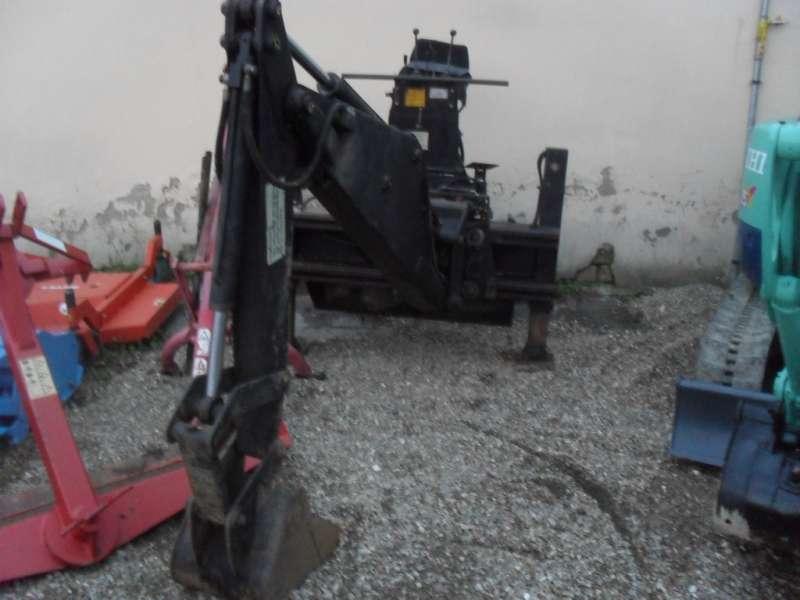 retroscavatore 680kg